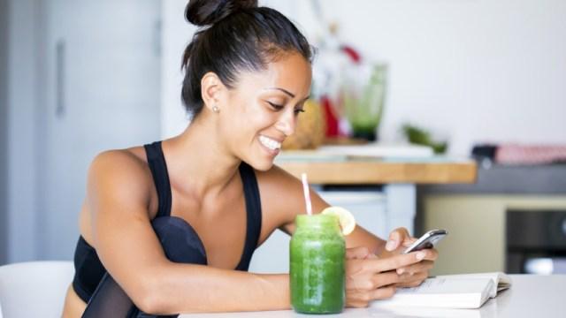 woman-drinking-green-juice